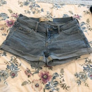 Hollister low rise jean shorts!